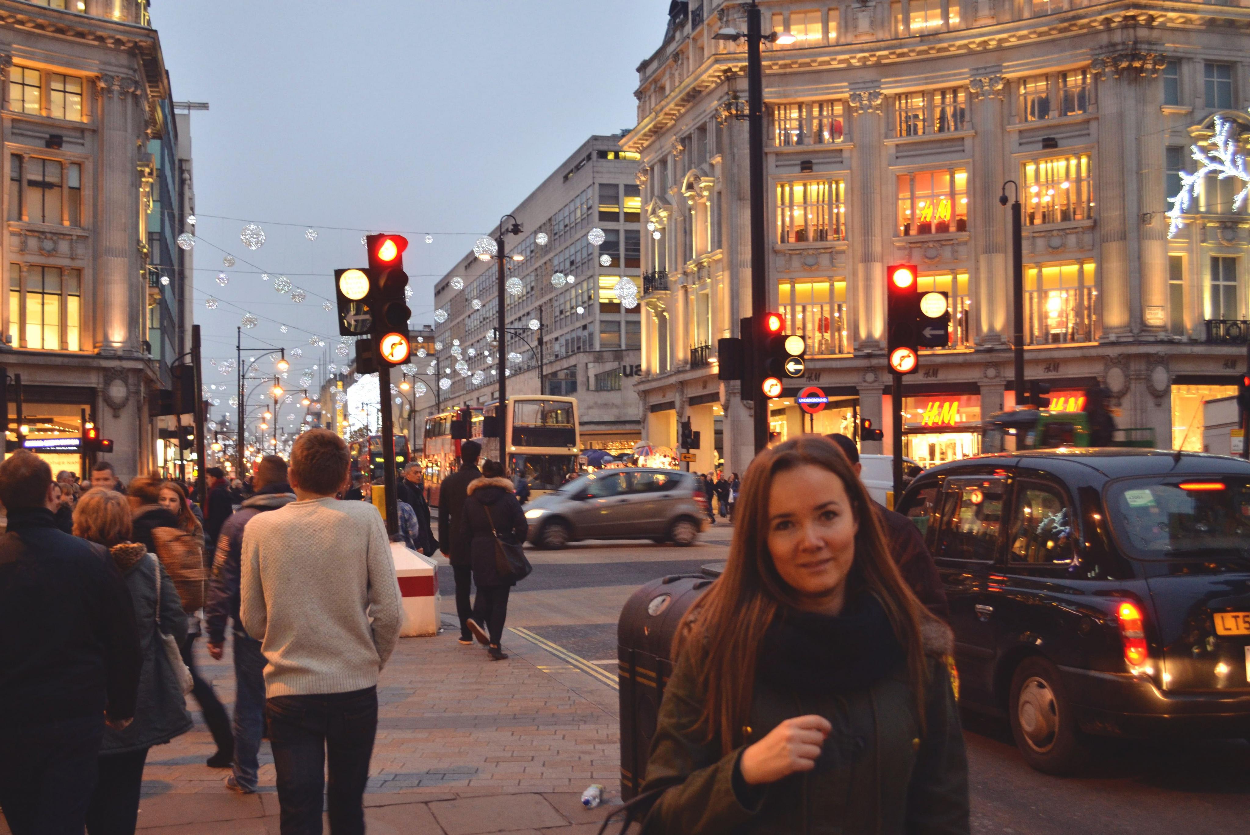 Wieczorny spacer świątecznymi ulicami Londynu!