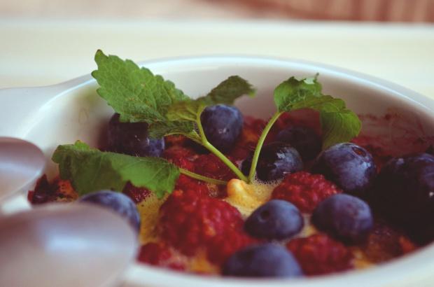 Letnie owoce zapiekane pod koglem moglem!