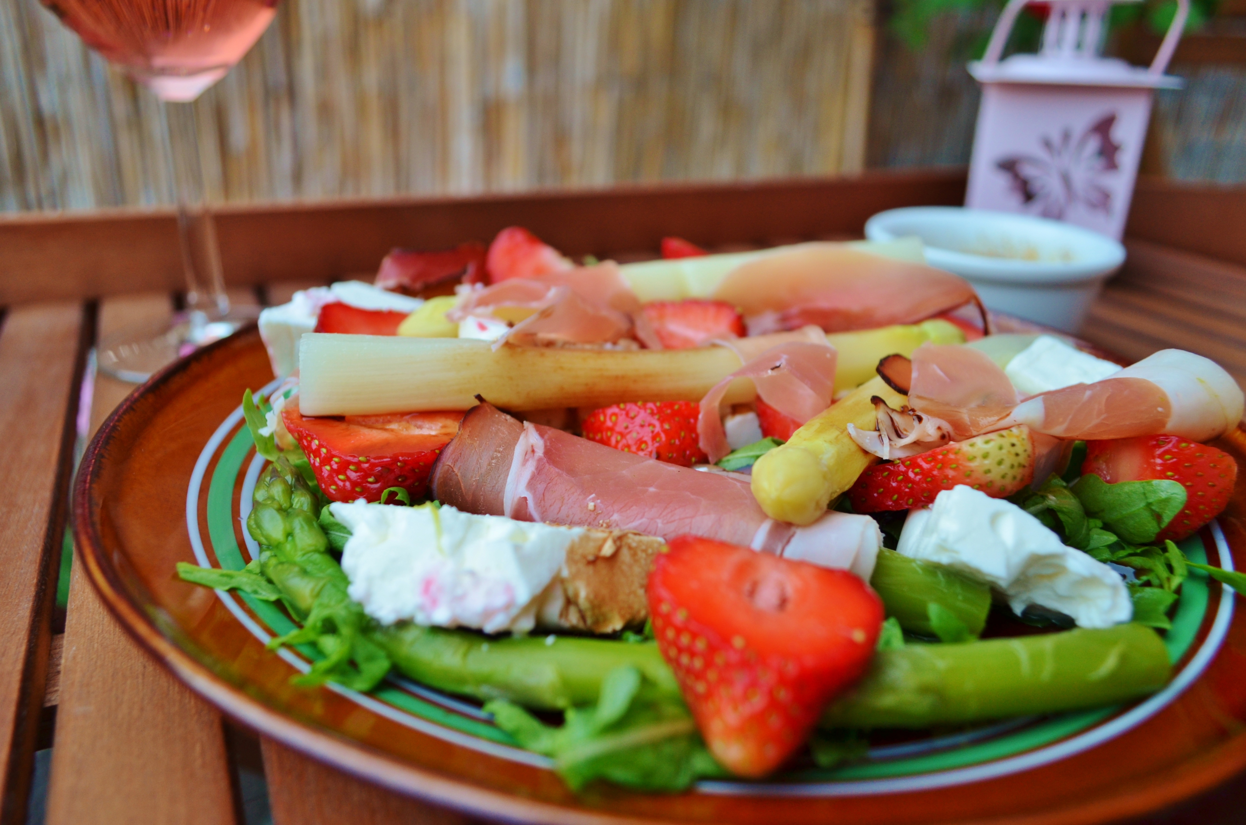 Asparagus with prosciutto, strawberries and goat cheese!