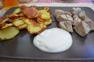 Polędwiczki z rozmarynem, ziemniaczane talarki i dip ziołowy!