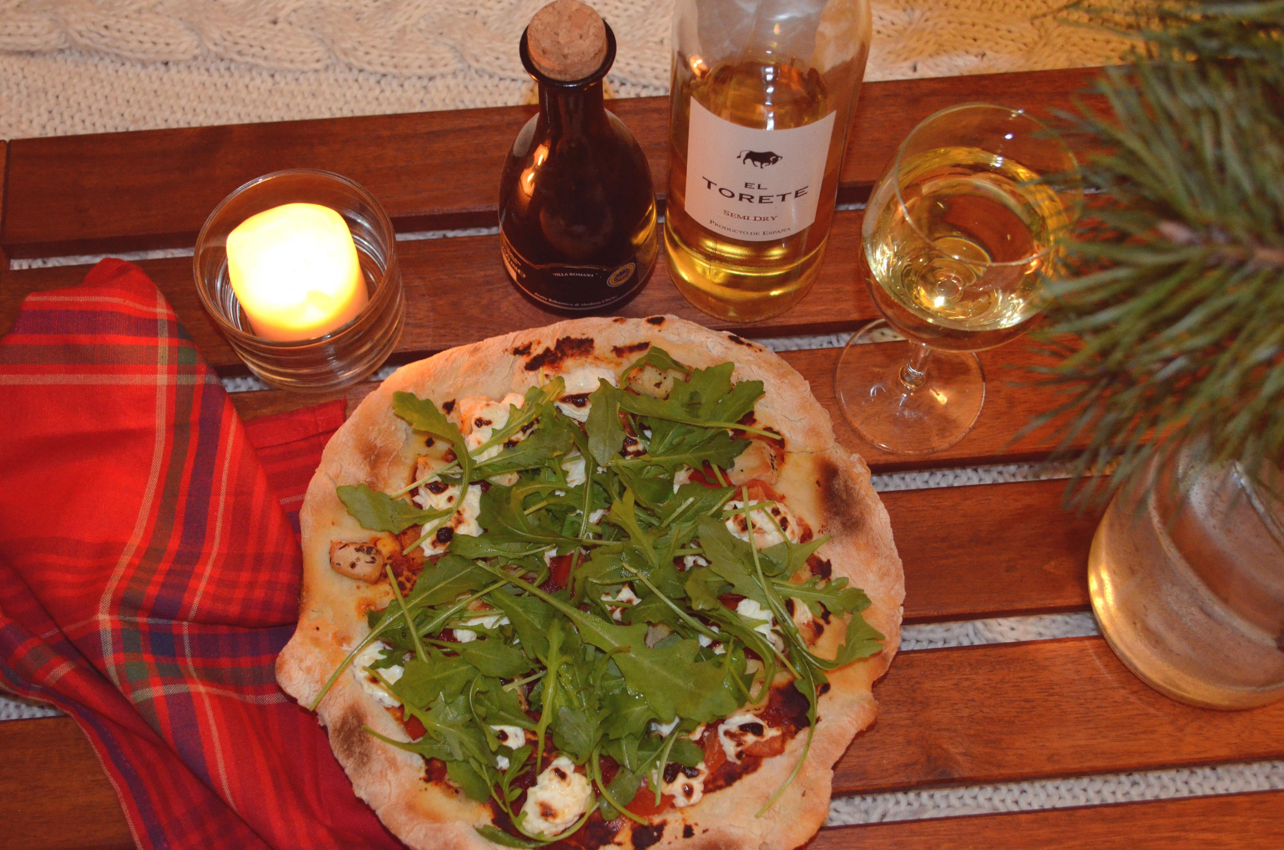 Pizza z kurczakiem, kozim serem, pomidorami i rukolą!